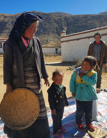 Nomad family Northern Tibet