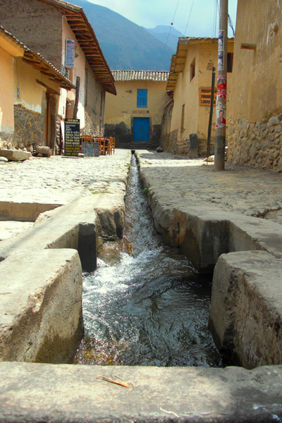 ancient_narrow_water_canals