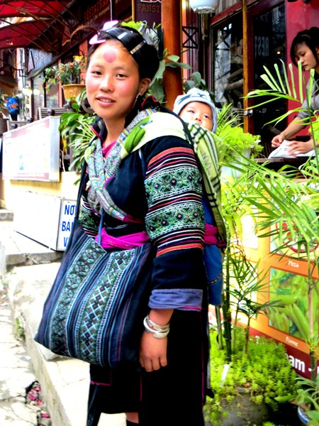 #3D-women-Of-the-world-vietnam