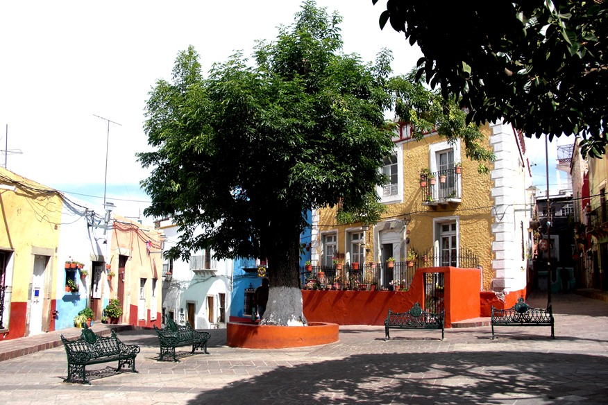 #4C_a_walking_tour_Of_the_plazas