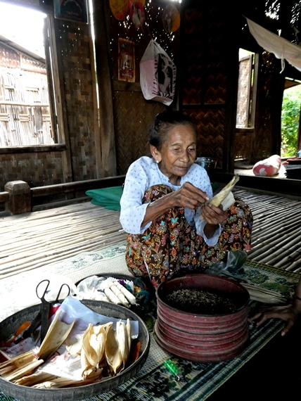 7A_women_of_the_world_myanmar